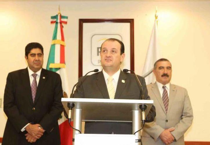 El procurador Rodolfo Ríos Garza recibió un reconocimiento por su labor para combatir la trata. (Notimex)