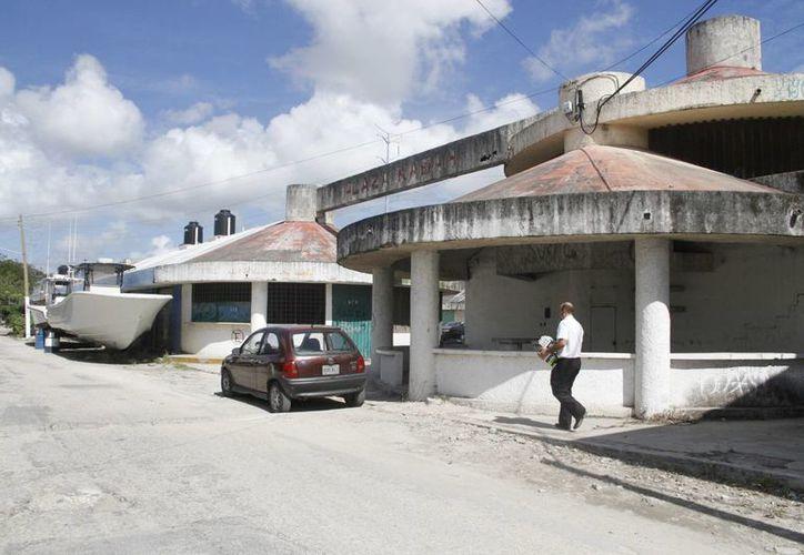 Más de 30 locales están cerrados desde hace años. (Tomás Álvarez/SIPSE)