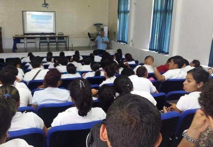 Buscan estrategias para que los jóvenes estudien para maestros. (Claudia Martín/SIPSE)