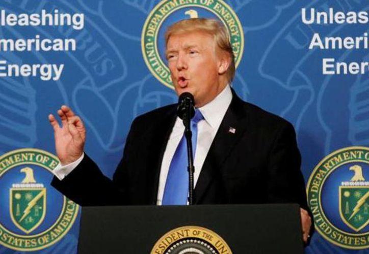 El presidente de Estados unidos, anunciará hoy si rompe o no, su acuerdo con Irán. (REUTERS)