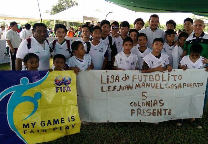Imagen del equipo que representa a la Liga 'Juan Manuel Sosa Puerto', en el  I Torneo de Futbol Indoor. (Milenio Novedades)