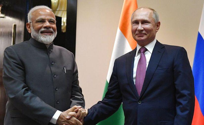 Nueva Delhi retrasó repetidamente el alza de los gravámenes debido a que los dos países iniciaron negociaciones comerciales. (Grigory Sysoyev, Sputnik, Kremlin Pool Photo via AP)