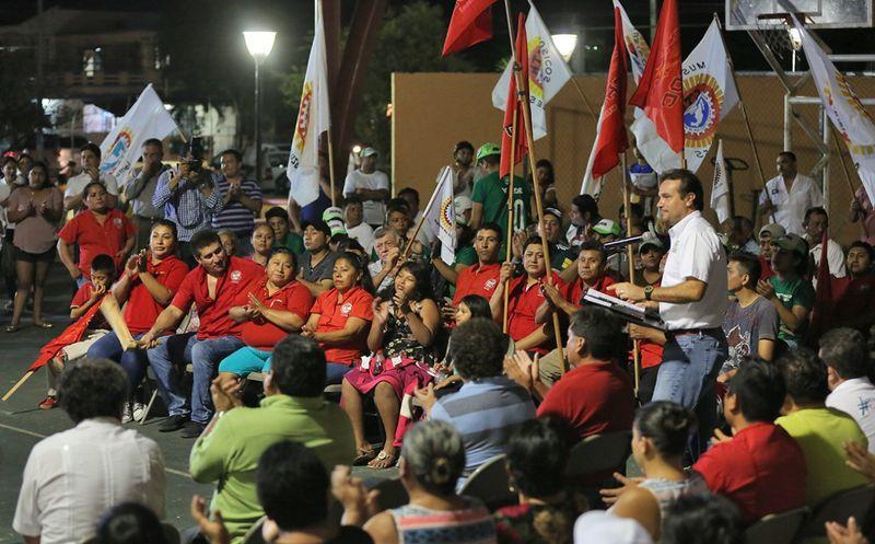 Pedro Joaquín, se comprometió atender en forma permanente y constante, a los trabajadores sindicalizados. (Redacción/SIPSE)