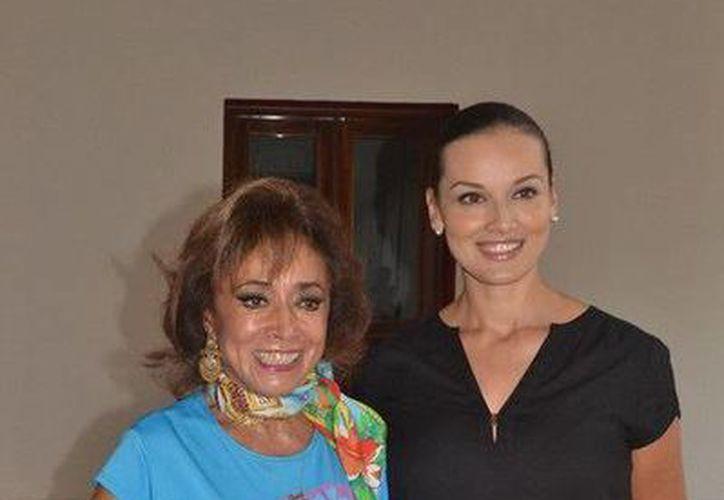Sonia Amelio y la secretaria de cultura, Lilián Villanueva Chan. (Redacción/SIPSE)