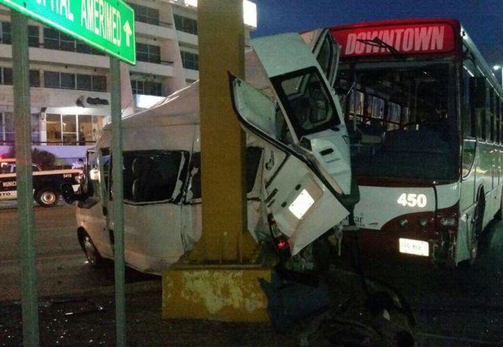 Los lesionados fueron trasladados al hospital PlayaMed. (Redacción/SIPSE)
