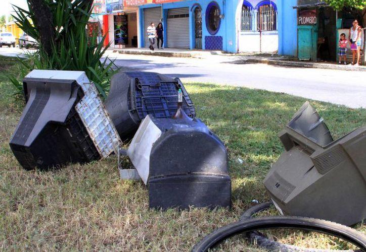 Se evitará que los televisores sean colocados en la tierra y evitar contaminación al medio ambiente. (Ángel Castilla/SIPSE)