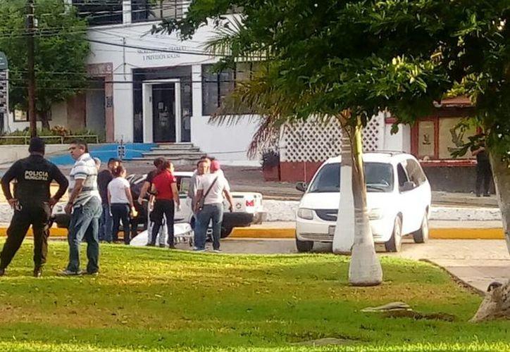 Uno de los taxistas murió dentro de su vehículo. (Eric Galindo/SIPSE)