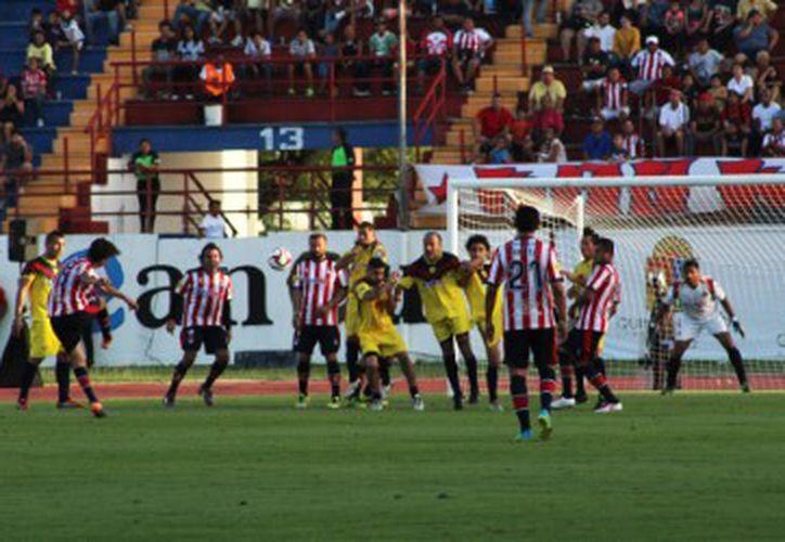 Las leyendas del Guadalajara terminaron consiguiendo el triunfo. (Raúl Caballero/SIPSE)