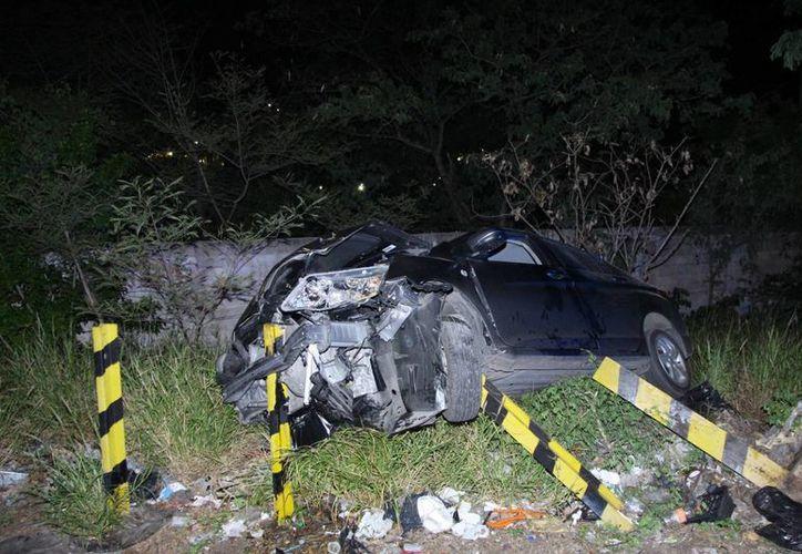 Increiblemente, el conductor salió ileso tras el aparatoso accidente. (SIPSE)