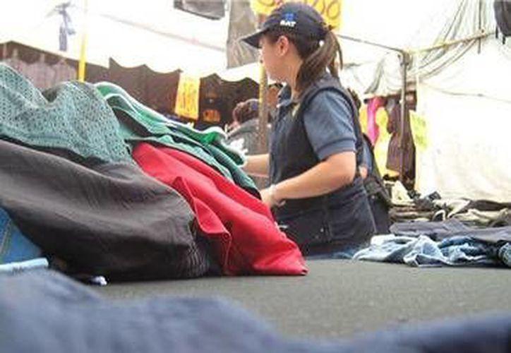 Personal del SAT aseguró en total más de cinco mil muñecas y 37 mil prendas y calzado piratas en todo el país. (Foto de Contexto/Internet)