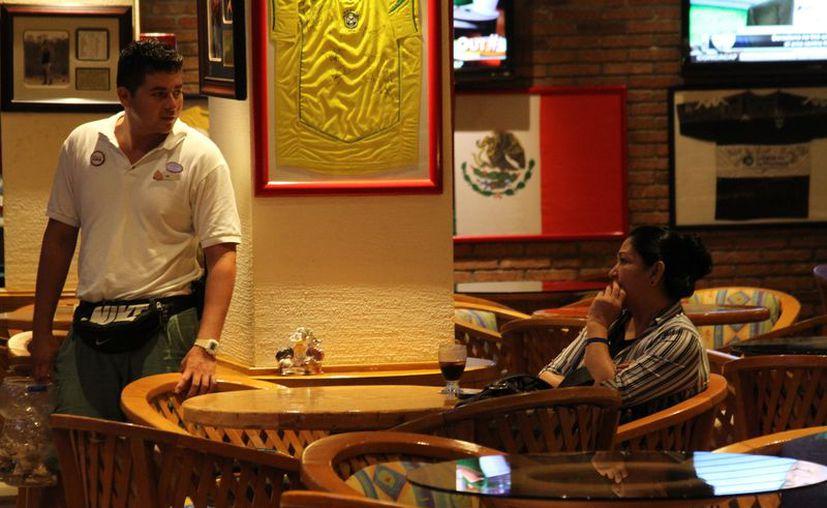 Los restauranteros realizan apagones para disminuir el consumo de energía eléctrica. (Adrián Barreto/SIPSE)