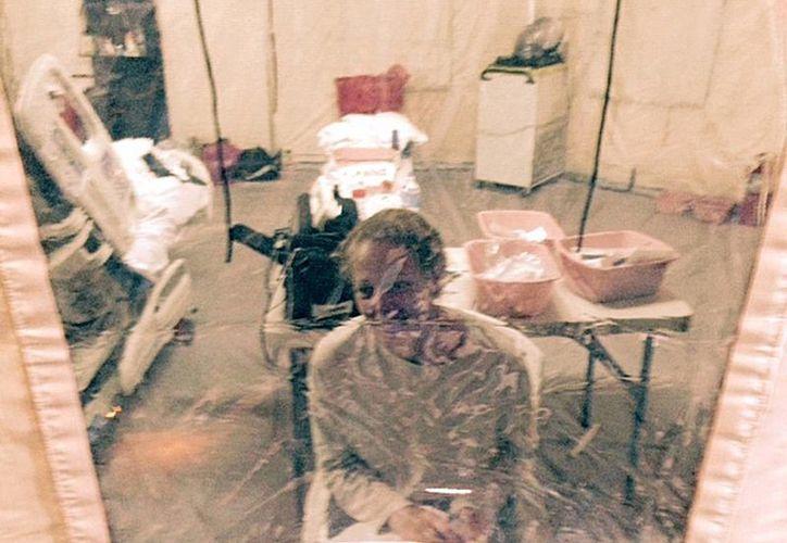 Imagen de la enfermera Kaci Hickox, que fue puesta en cuarentena obligatoria en el Hospital Universitario de Newark, Nueva Jersey. (Agencias)