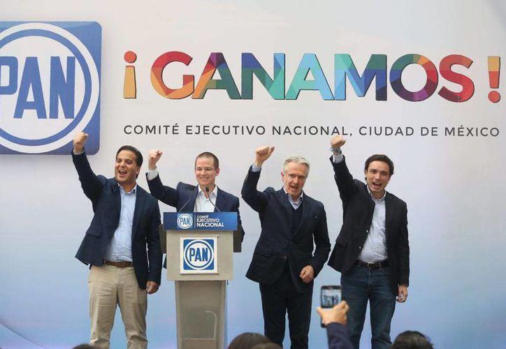 Ricardo Anaya fue el primer dirigente nacional en salir y afirmó que el PAN está de regreso y que, por primera vez, había ganado más de tres gubernaturas en una sola jornada electoral. (Facebook Ricardo Anaya Cortés)