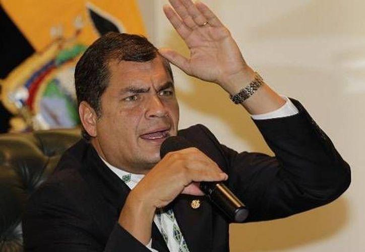 El presidente Correa contrademandó por los señalamientos que hicieron en su contra tres sujetos. (Archivo/AP)