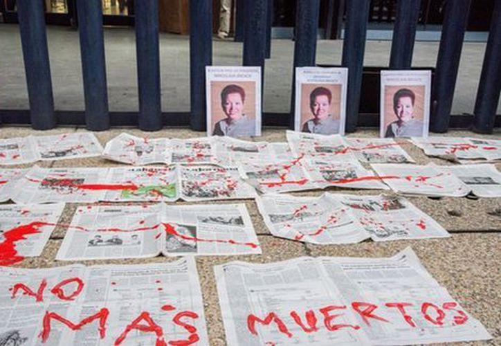 Los periodistas que abordan temas como el crimen organizado o la corrupción de políticos sufren amenazas. (Cuartoscuro)