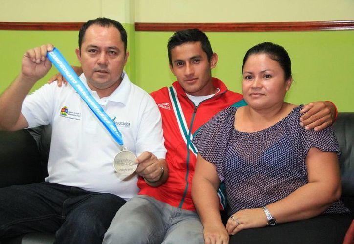 El deportista habló sobre su preparación y el apoyo recibido durante una conferencia de prensa. (Redacción/SIPSE)