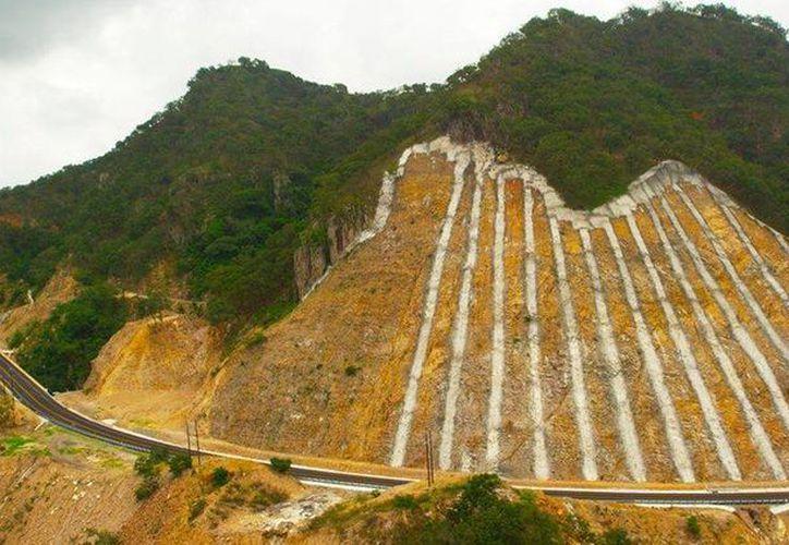 Capufe indicó que el derrumbe en la autopista Durango-Mazatlán no fue de gran magnitud. (Facebook/Autopista Durango-Mazatlán)