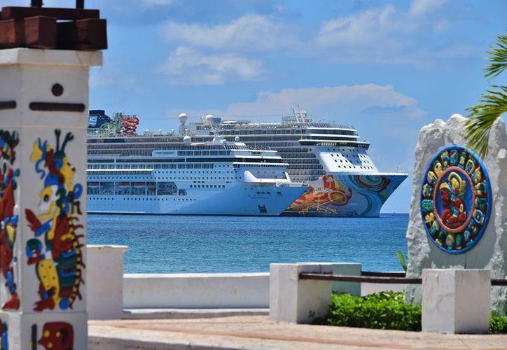 De enero a agosto del 2017, Cozumel recibió un total de 811 navíos con dos millones 655 mil 570 pasajeros. (Gustavo Villegas/SIPSE)