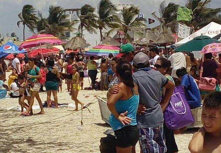 Se reportan más de 200 mil visitantes en las playas de Yucatán este fin de semana. (Notimex)