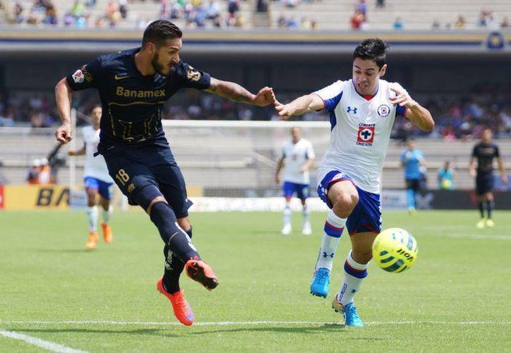 Pumas, que está debajo de la mitad de la tabla, todavía puede calificar a la Liguilla mexicana mientras que su rival del pasado domingo, Cruz Azul, depende de si mismo para avanzar. (Notimex)