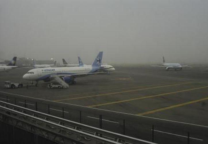 Los despegues como los aterrizajes estaban detenidos en la Ciudad de México. (El Financiero)