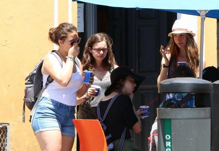Desde 2009, el Congreso del Estado emitió un punto de acuerdo para que de 10 a 16 horas no se realizarán actividades al aire libre en escuelas yucatecas debido a la alta radiación solar. (José Acosta/Milenio Novedades)