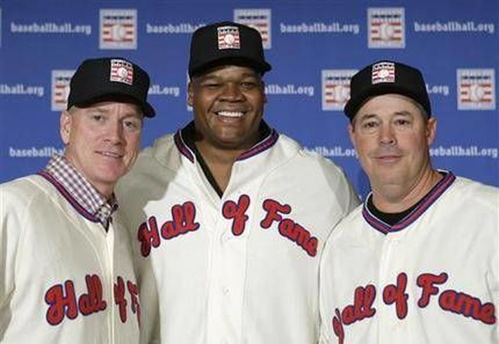 Thomas fue elegido  junto con los lanzadores Greg Maddux y Tom Glavine.(Foto:The Associated Press)