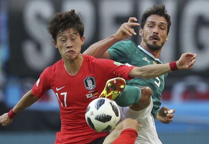 Alemania se derrumbó en tiempo de compensación ante los coreanos, que nunca se rinden (Foto AP)