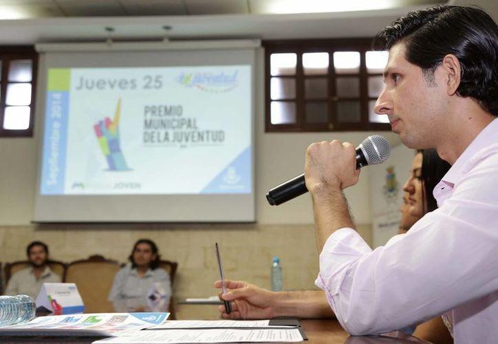 La presentación del calendario del Mes de la Juventud 2014 en Mérida. (SIPSE)