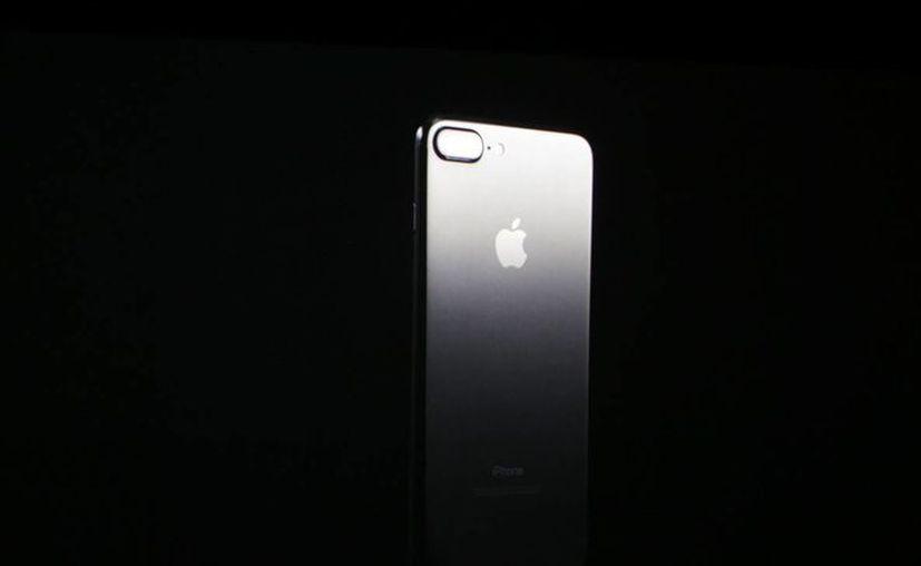 Los puestos de trabajo de Apple nunca han estado en EU, pues toda la cadena de suministro se construyó en China. (Foto tomada de techcrunch.com)