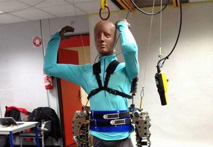 El exoesqueleto del neurocientífico brasileño Miguel Nicolelis facilitará la vida de personas con discapacidad, pues puede ser controlado por la mente. (g1.globo.com)
