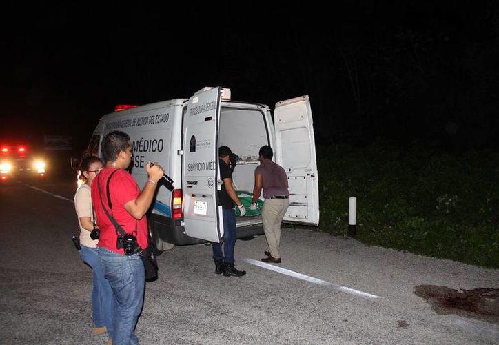 Lorena caminaba sola en el acotamiento de la vía federal con dirección de sur a norte en el momento que fue embestida por un vehículo. (Redacción/SIPSE)