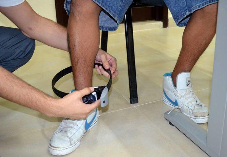 Alejandro Teh Baas ya no tiene el brazalete electrónico, pero tiene seis meses para cambiar su manera de vivir. (SIPSE)