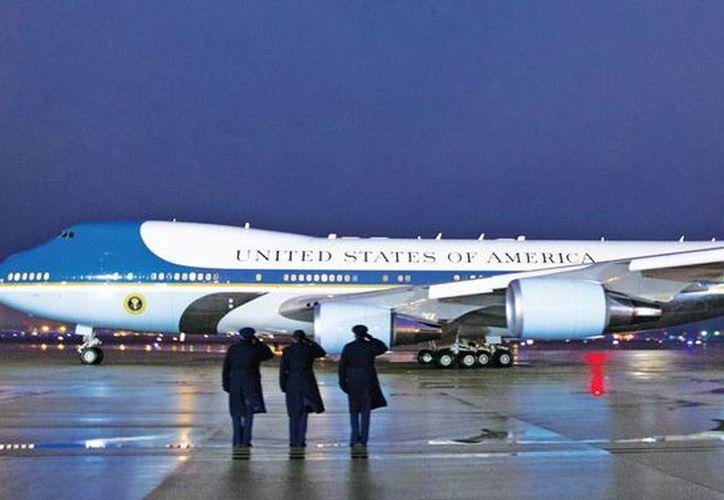 El emblemático avión del presidente de Estados Unidos, el Air Force One, será reemplazado y el nuevo tendrá nuevas maravillas tecnológicas. No se sabe su precio con exactitud. (Excelsior)