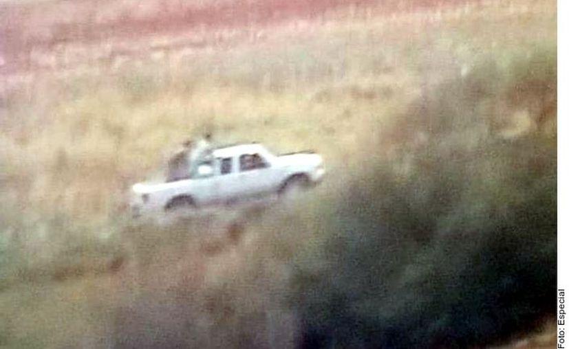Entre los sospechosos del homicidio se encuentra un grupo de hombres que viajaban en una camioneta blanca. (Foto: Reforma)