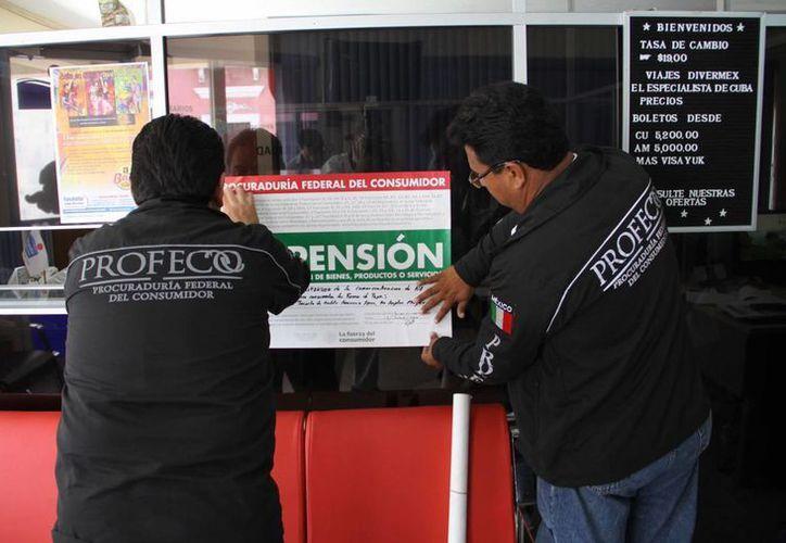 En visita del titular de la Profeco a Yucatán, Ernesto Nemer Álvarez, fueron verificadas gasolineras, el mercado Lucas de Gálvez y agencias de viajes, y se firmaron convenios con universidades. (Milenio Novedades)