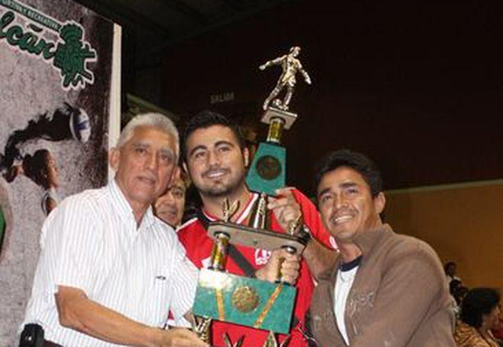 Como parte del evento fueron premiados los equipos campeones del pasado certamen. (SIPSE)