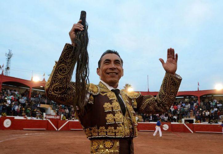 'El Zotoluco' alternó en esta corrida de la Feria 2016, junto al diestro potosino Fermín Rivera y con el aguascalentense Juan Antonio Adame. (Notimex)