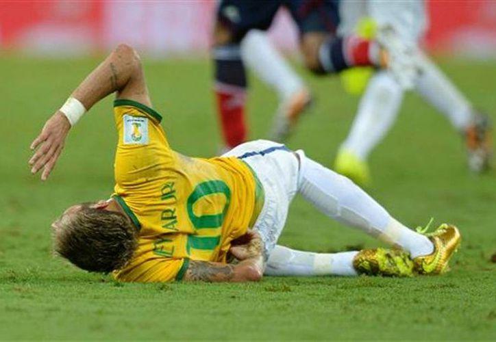 En la Copa del Mundo Brasil 2014 hubo varios incidentes  en que jugadores lesionados se mantuvieron en la cancha contra la recomendación de sus médicos. (AP)