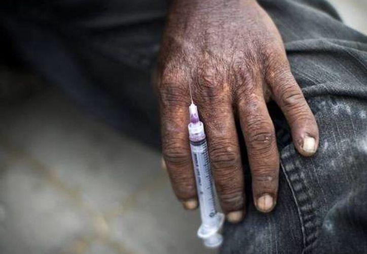 La droga provoca úlceras en las extremidades del cuerpo, piel verdosa y escamosa que se desprende como si fuera papel tapiz. (ANSA Latina)