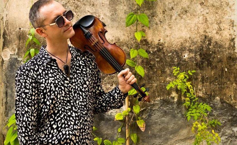 El maestro Pawel Blaszkowski presentará un concierto para violín de Johannes Sebastian Bach. (Novedades Yucatán)