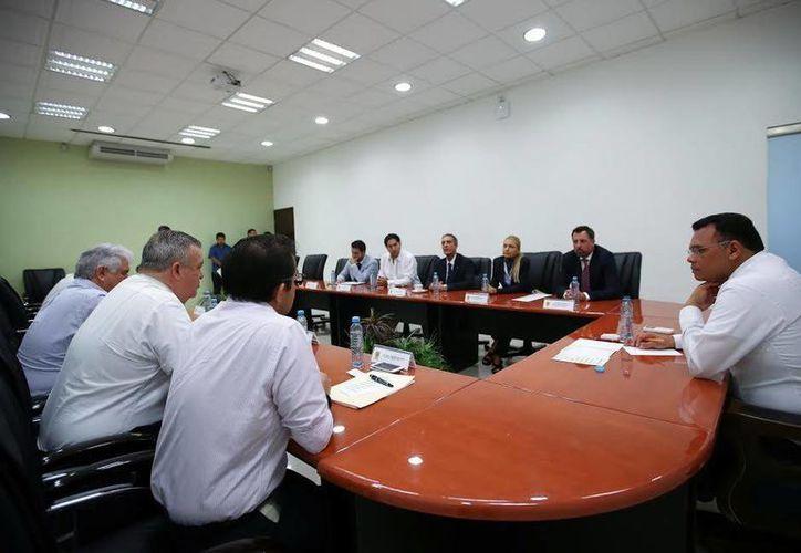 Funcionarios estatales participaron en la reunión. (Milenio Novedades)