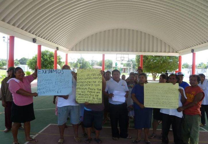 Los beneficiarios de las comunidades manifestaron su inconformidad. (Raúl Balam/SIPSE)