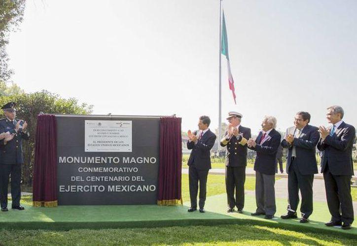 Imagen del evento en donde se inauguró el Monumento Magno Conmemorativo del Centenario del Ejército Mexicano. (presidencia.gob.mx)