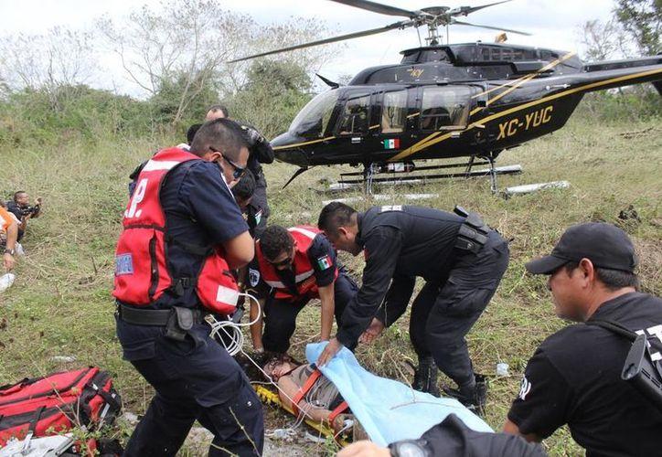 Uno de los momentos del rescate de Kellea Batchelor en el monte, donde permaneció cuatro días y acabó deshidratada. (SIPSE)