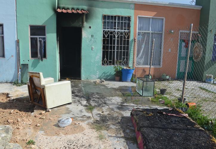 El fuego consumió algunos de los muebles. (Redacción/SIPSE)