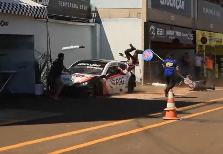 Mayrink perdió el control del vehículo y atropelló a sus colaboradores. (Internet)