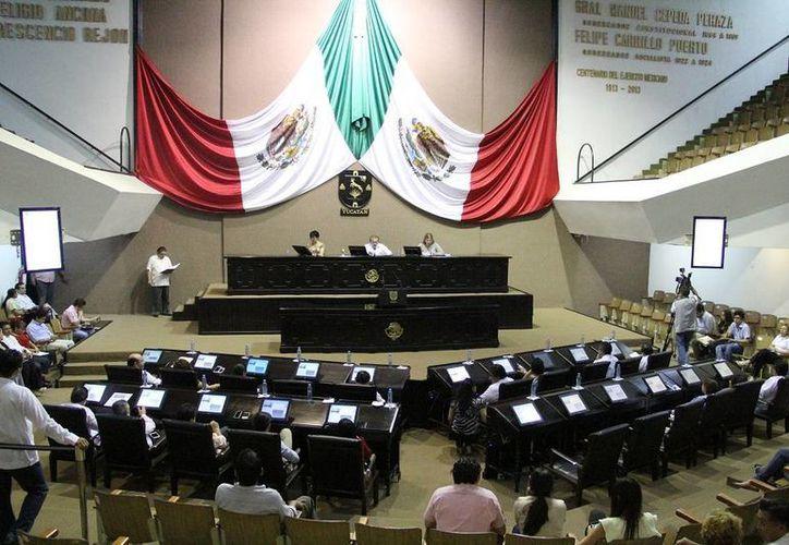 En sesión de este jueves, el Congreso de Yucatán discutió diversos temas, entre ellos la solicitud de licencia de la diputada Sofía Castro Romero, quien renunció a su cargo como legisladora y a su militancia panista. (SIPSE)