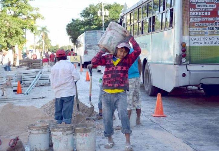 El costo unitario de la mano de obra por hora trabajada se redujo en México 0.9 por ciento a tasa anual en las empresas constructoras. (Milenio Novedades)