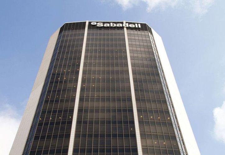 Banco Sabadell es una de las empresas españolas que tiene 'mano mexicana'; en las últimas fechas, las inversiones de México en España se han incrementado, según un análisis del diario <i>El País</i>. (Foto de contexto/economia3.com)